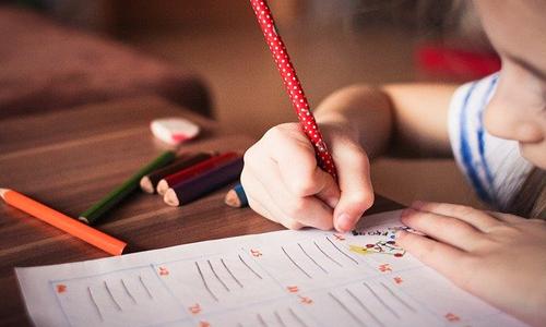 niño-escribiendo